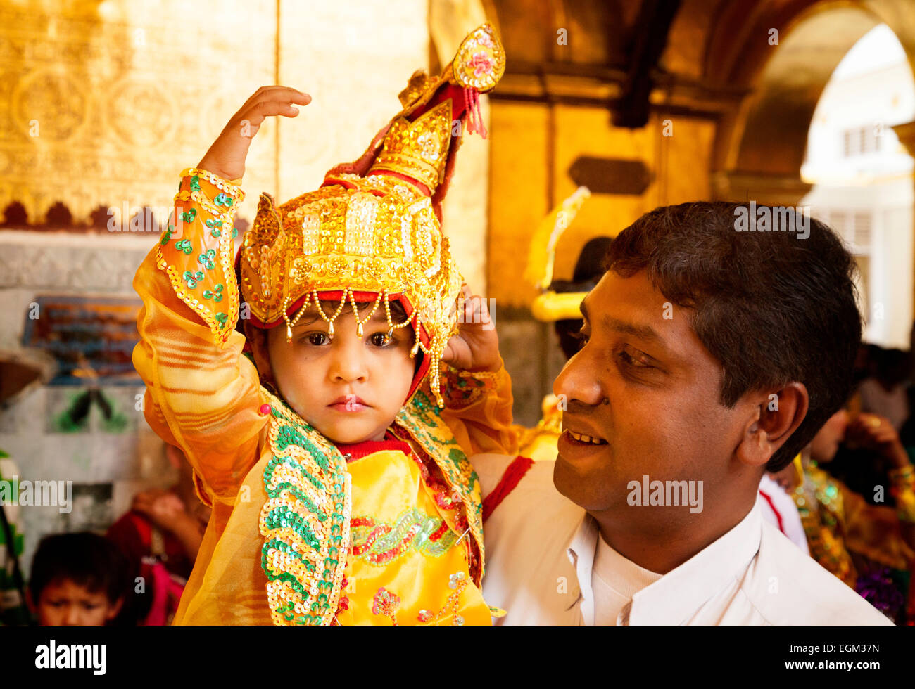 a-father-and-his-child-in-ceremonial-dress-mandalay-myanmar-burma-EGM37N.jpg