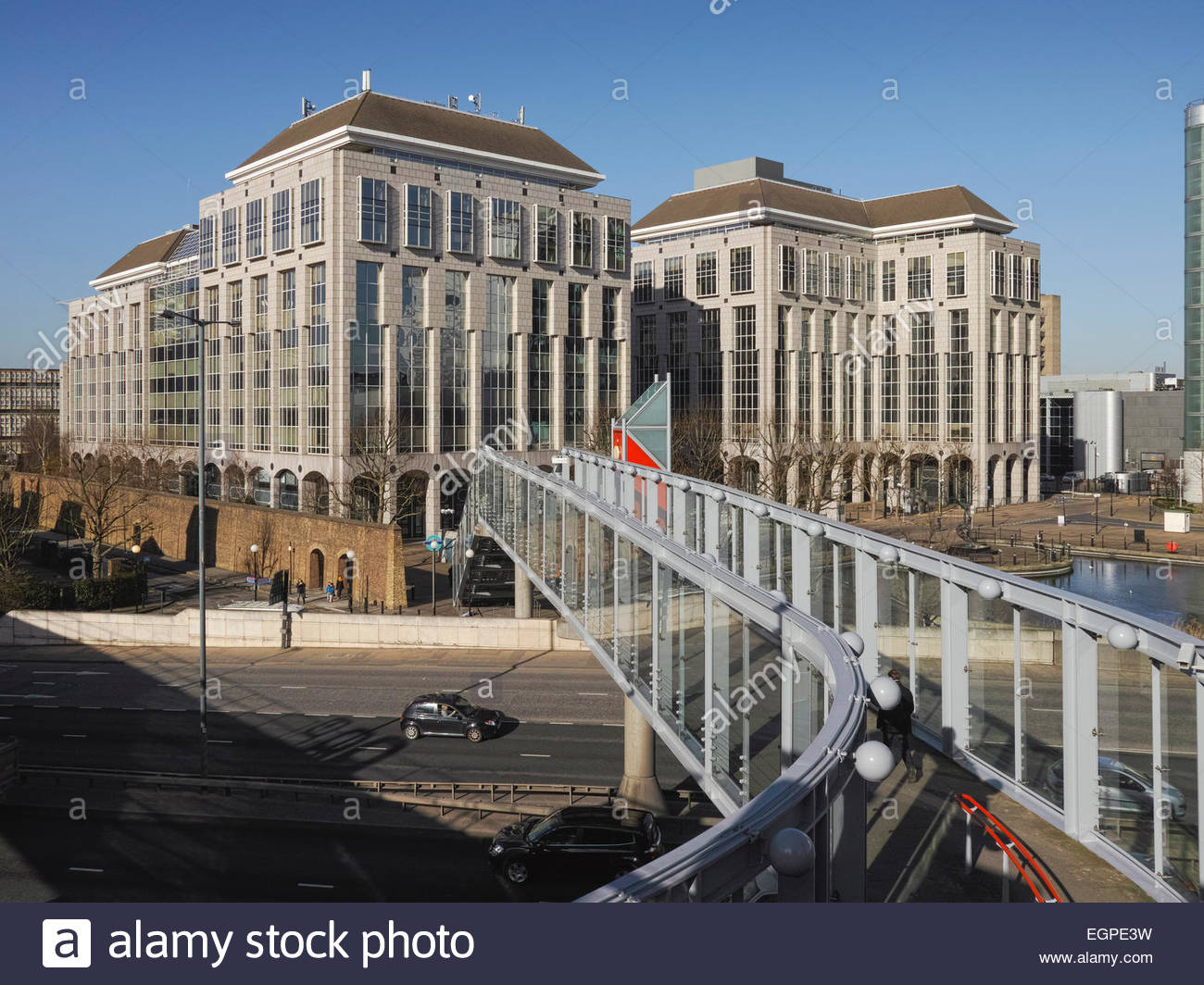 footbridge-to-tower-hamlets-town-hall-of