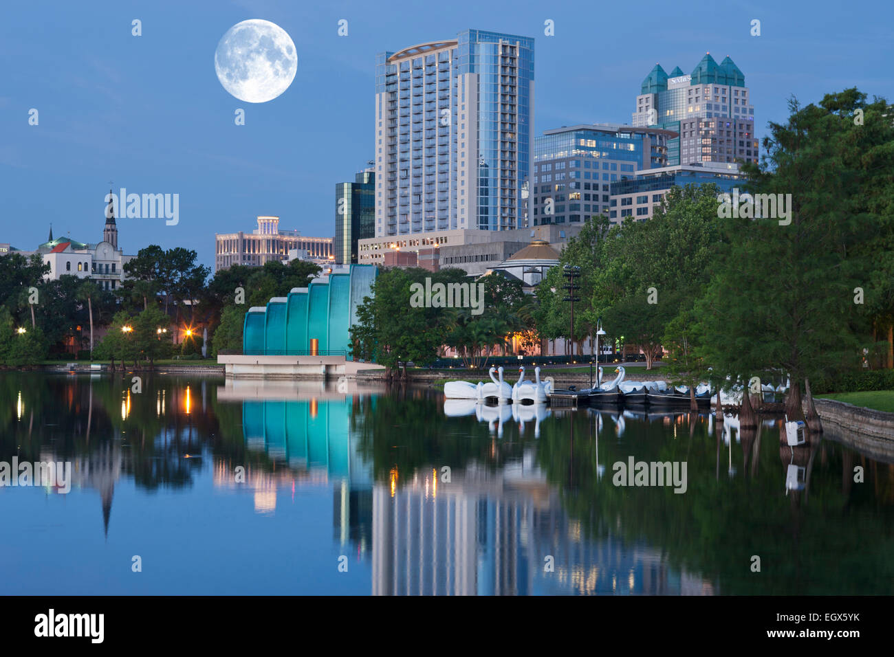 DOWNTOWN SKYLINE LAKE EOLA PARK ORLANDO FLORIDA USA - Stock Image