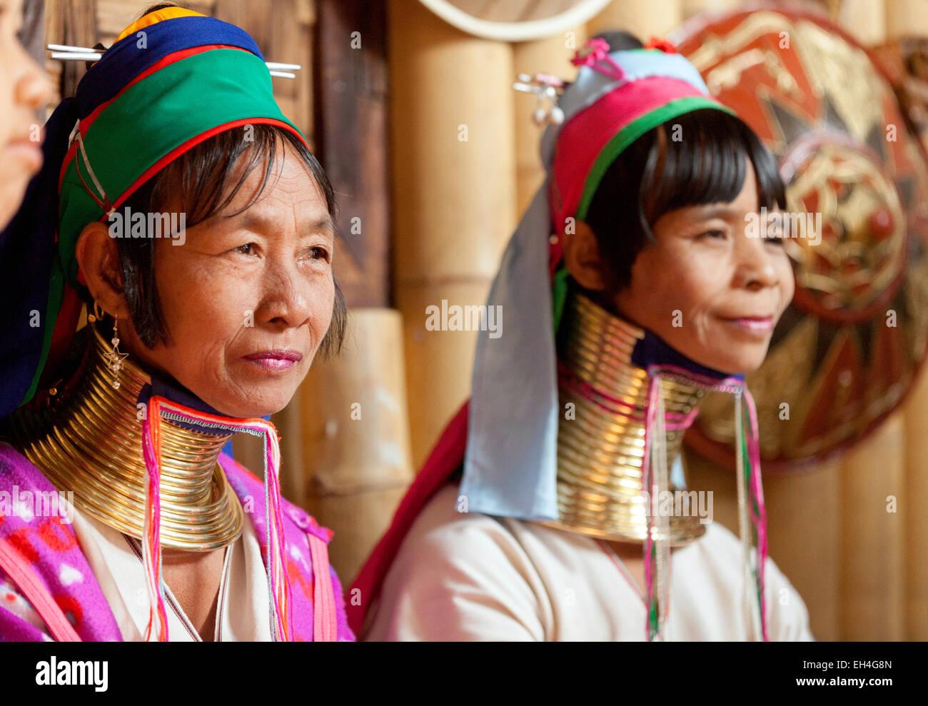 long-necked-women-of-the-kayan-tribe-ywama-village-inle-lake-shan-EH4G8N.jpg