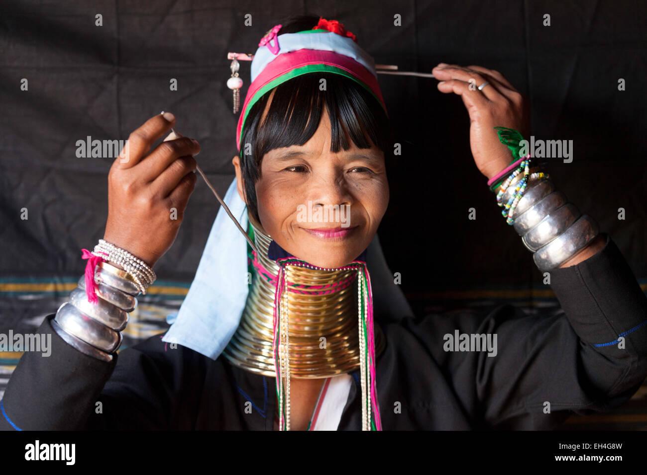 myanmar-wioman-member-of-the-kayan-people-who-lengthen-their-necks-EH4G8W.jpg