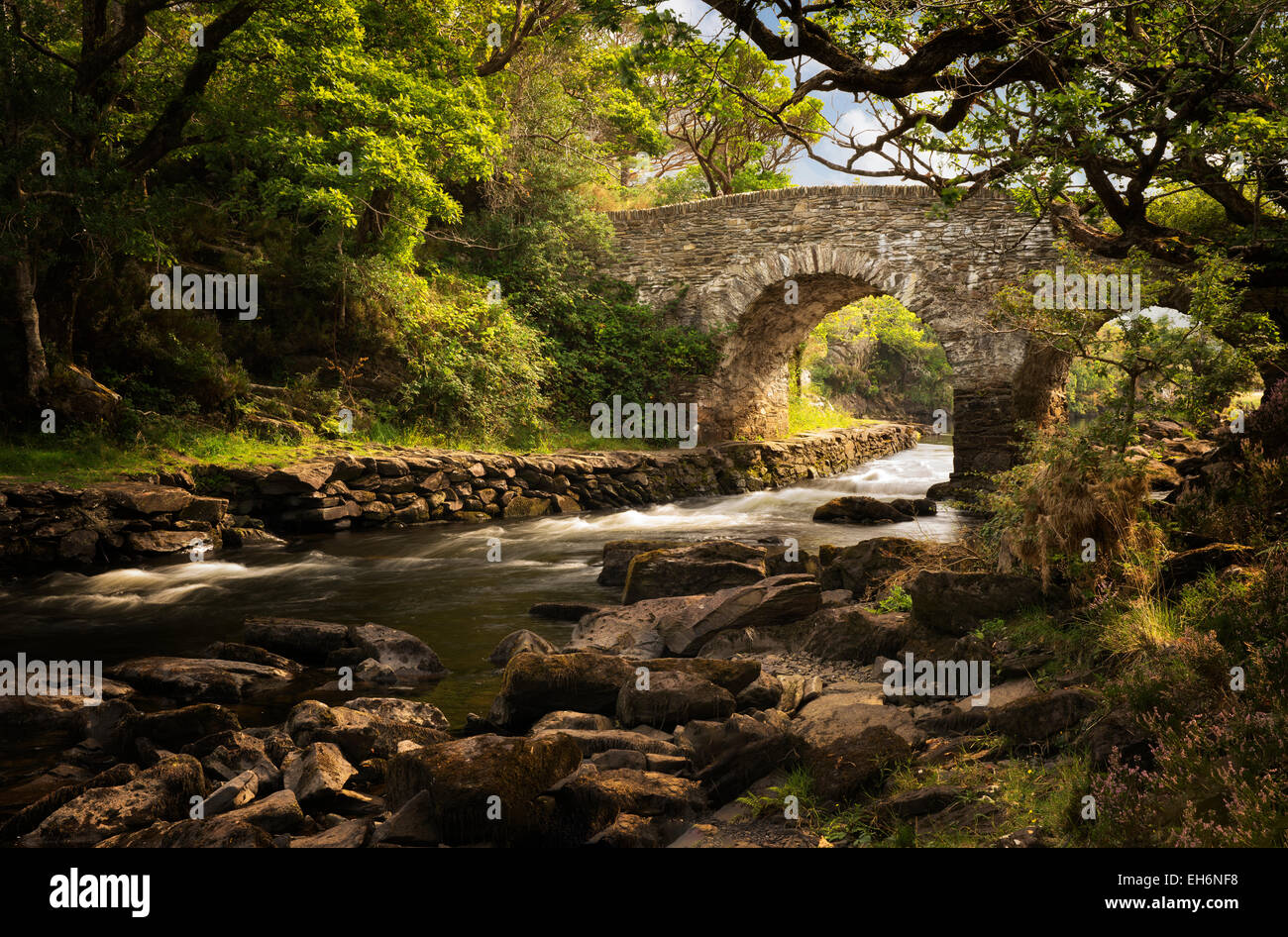 Old weir bridge. Kilanrney Lakes, Gap of Dunloe. Killarney National Park, Ireland - Stock Image