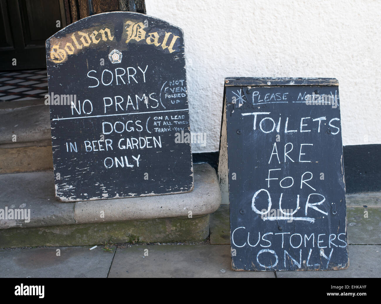 unwelcoming-signs-outside-the-golden-ball-pub-in-scarborough-north-EHKAYF.jpg