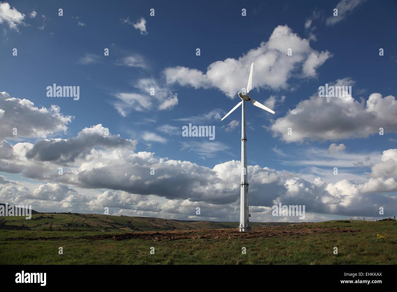 a-wind-turbine-in-the-pennine-foothills-above-dobcross-oldham-uk-EHKKAX.jpg