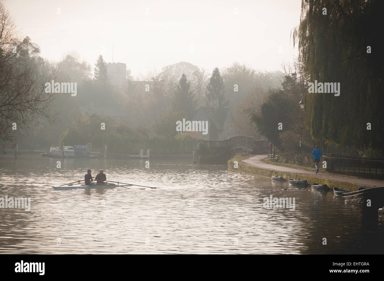 foggy-morning-in-iffley-lock-oxford-EHTGRA.jpg