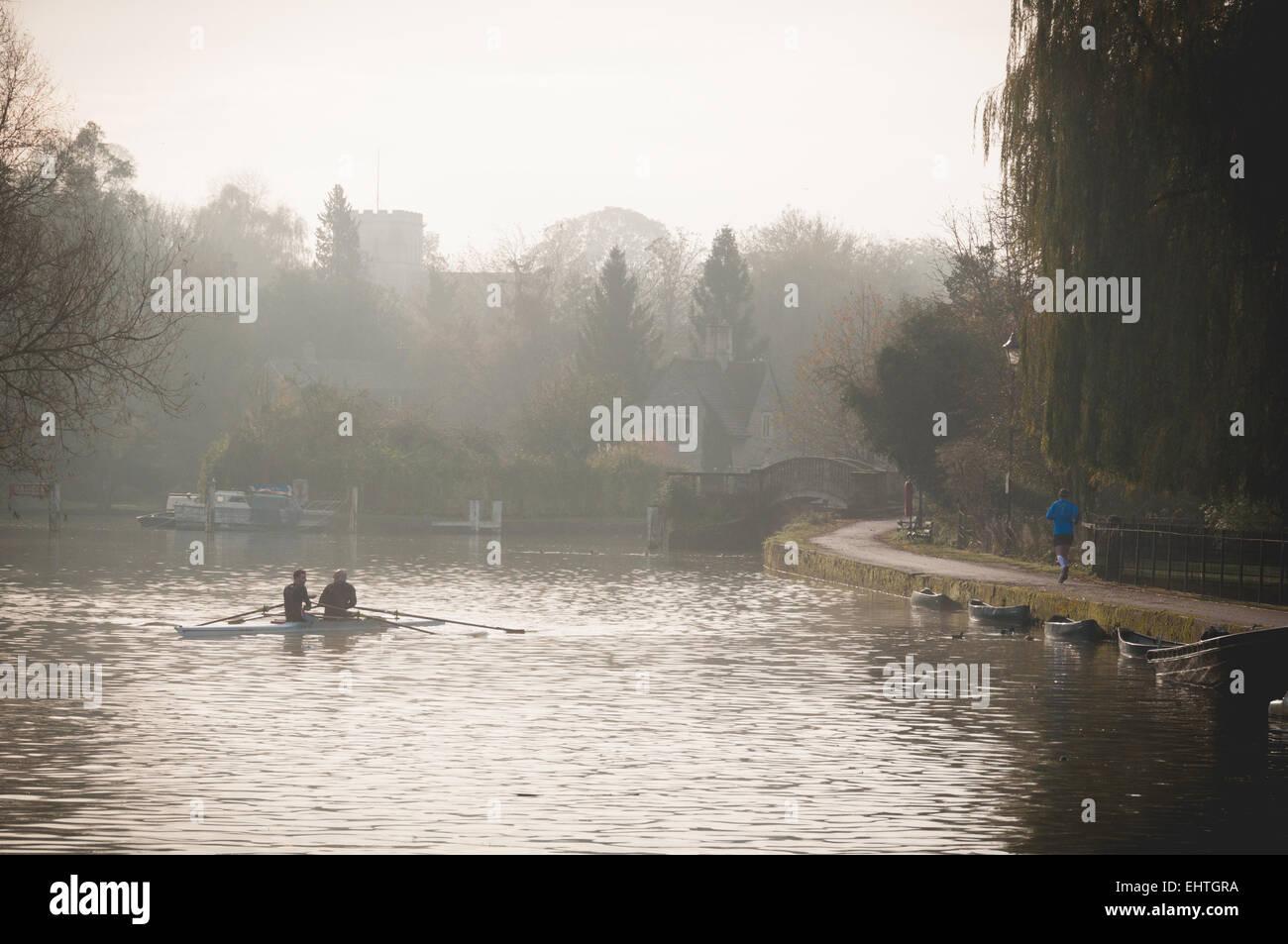foggy-morning-in-iffley-lock-oxford-EHTGRA.jpg