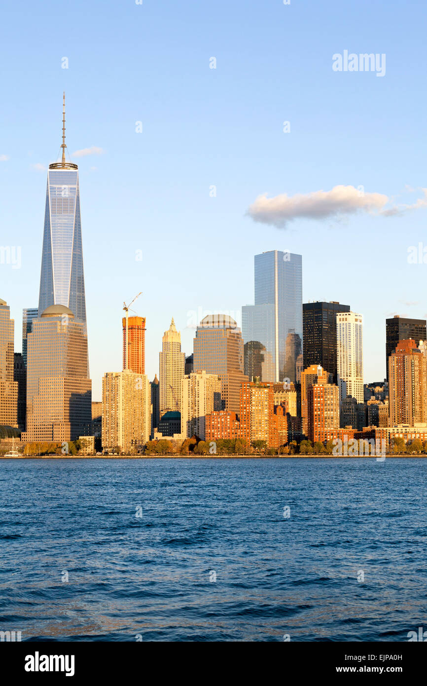 One World Trade Center and Downtown Manhattan across the Hudson River, New York, Manhattan, United States of America - Stock Image