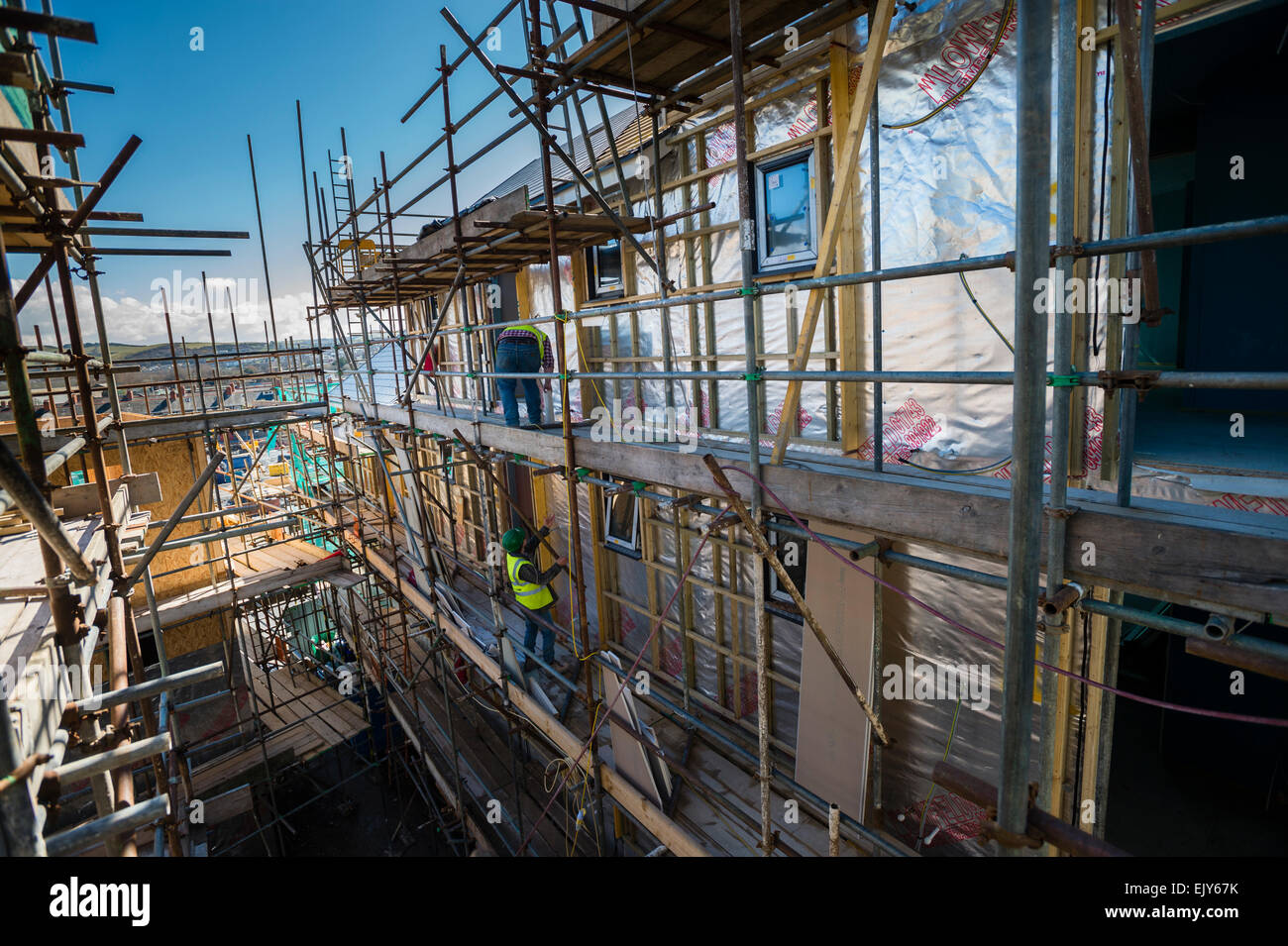 Construction worker / building site: workers on site building new affordable  homes for a housing association social Stock Photo