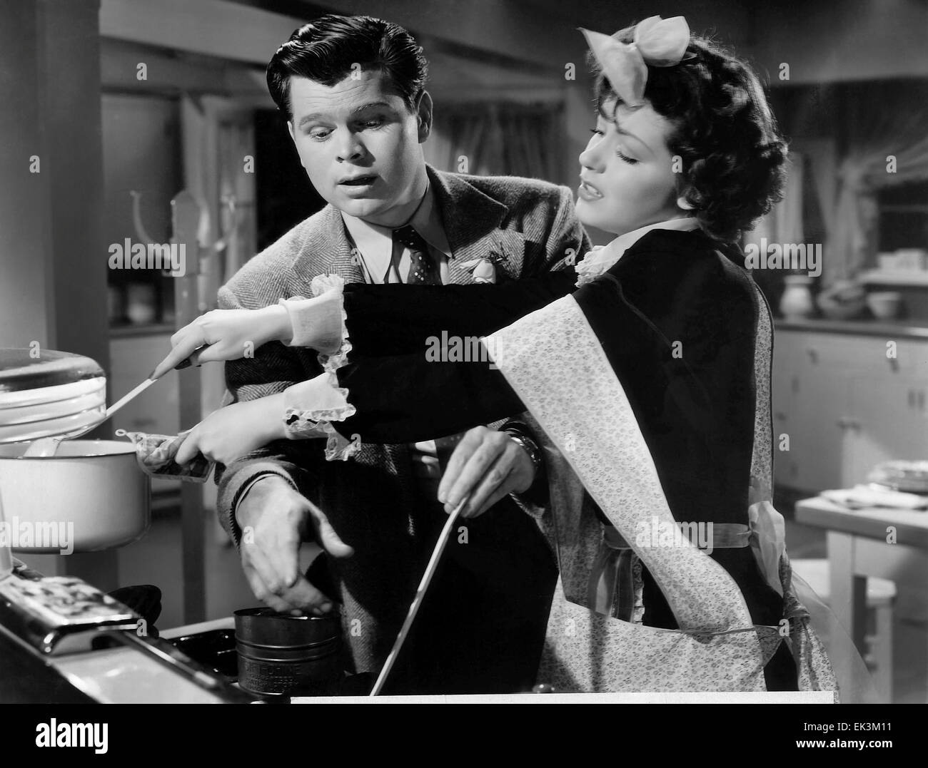 Barry Nelson, Marsha Hunt, on-set of the Film 'The Affairs of Martha', 1942 - Stock Image