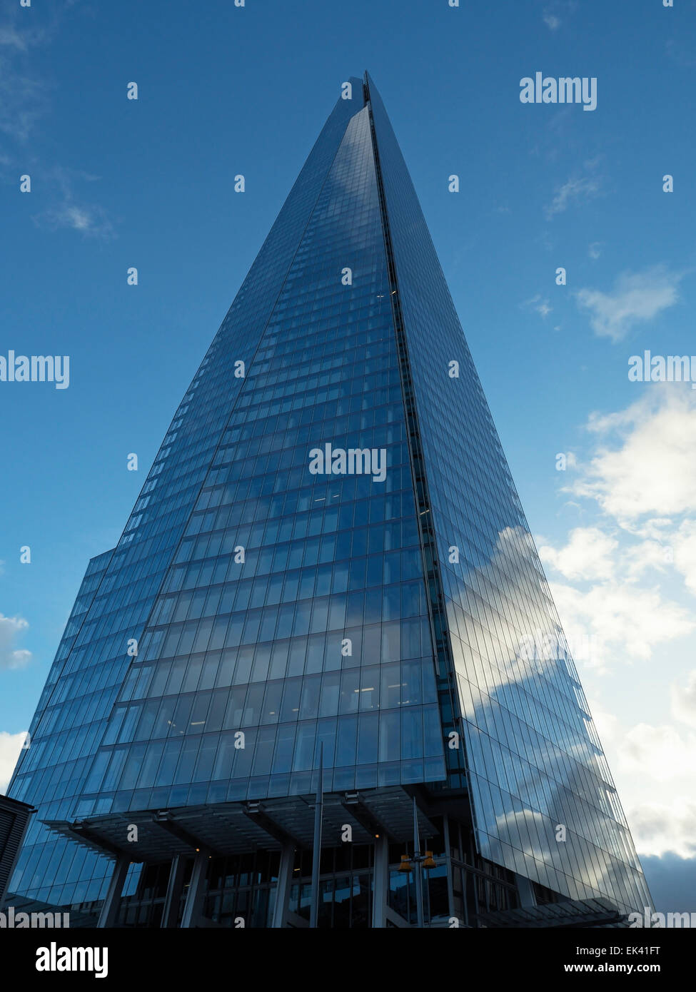 The Shard Skyscaper Cloud Reflections 32 London Bridge Street, London, England, United Kindom Stock Photo