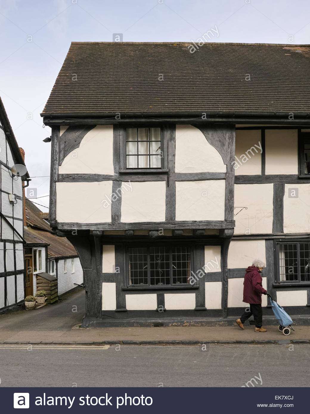 black-and-white-timbered-half-wealden-ho