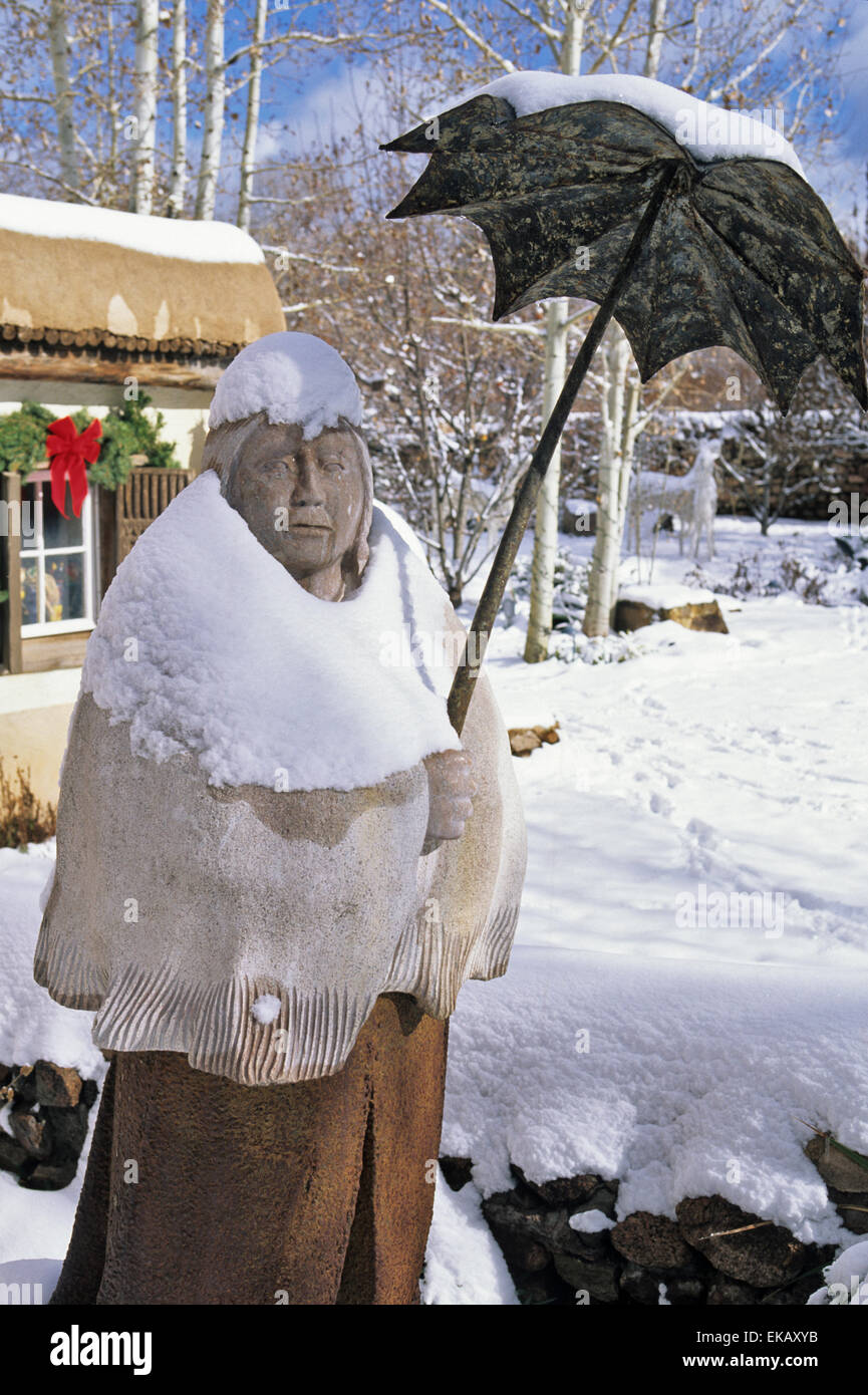 A sculpture by Doug Hyde seems even more quaint and colorful when covered with a coat of fresh snow in  Canyon Road - Stock Image