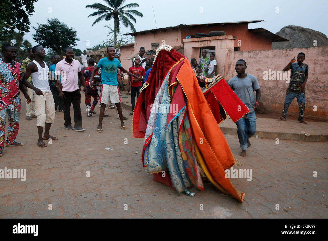 People keeping their distance as it's dangerous to touch the egoun-egoun, Feast of the Ghosts in Ouidah, Benin - Stock Image