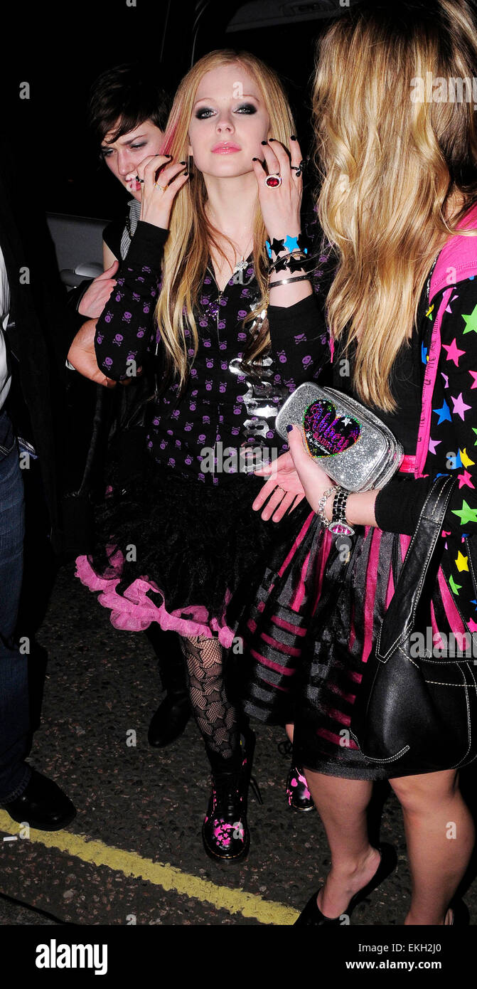 march london us popstar avril lavigne leaving boujis club jpg 671x1390 avril lavigne halloween costume