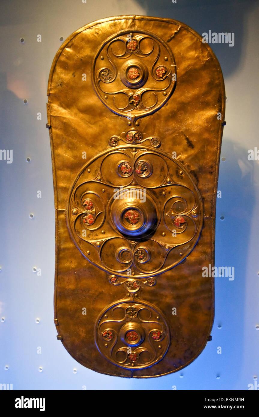 the-battersea-shield-iron-age-celtic-la-tne-style-british-350-50bc-EKNMRH.jpg