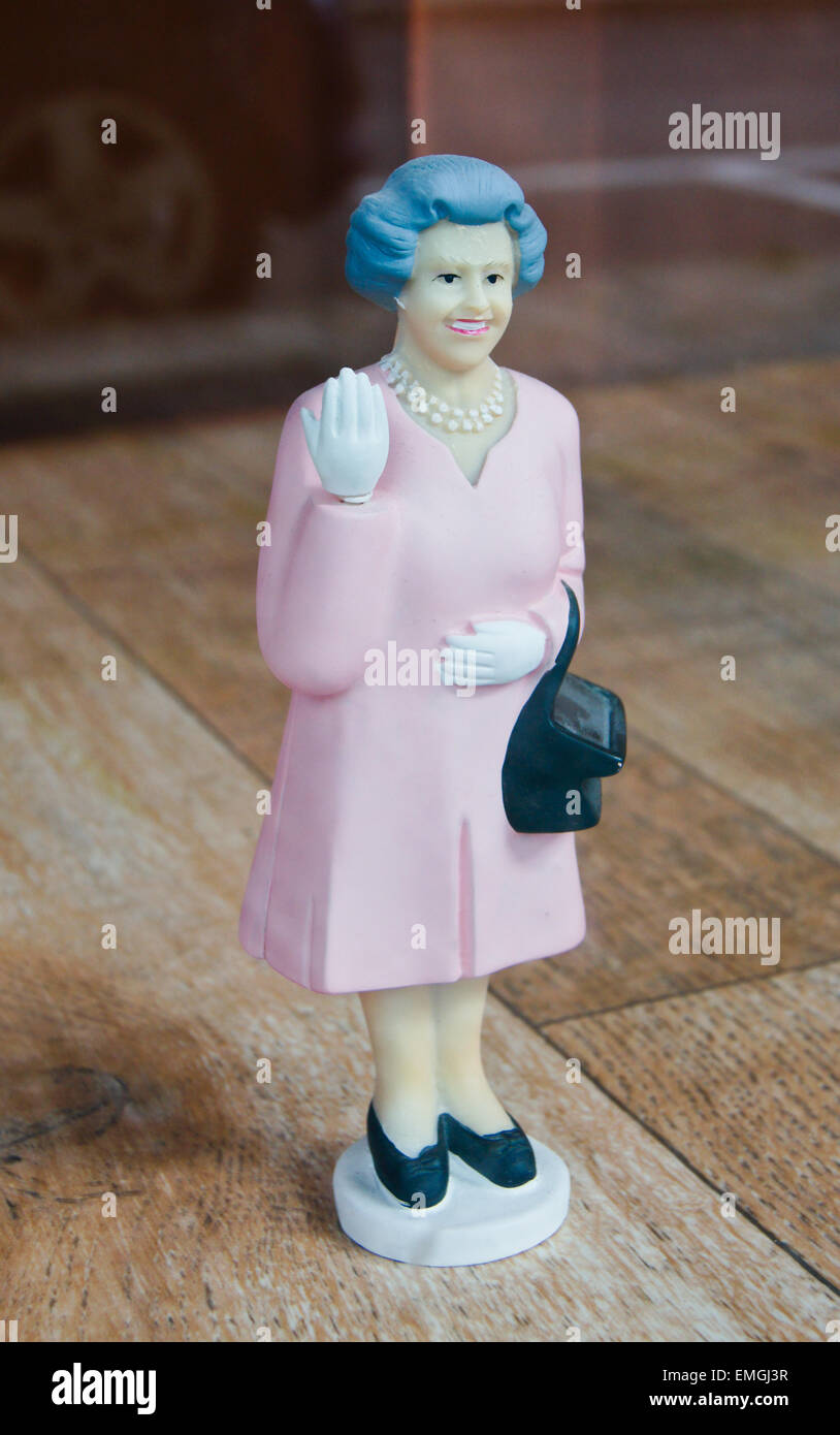 novelty-model-figurine-of-queen-elizabeth-ll-with-waving-hand-and-EMGJ3R.jpg