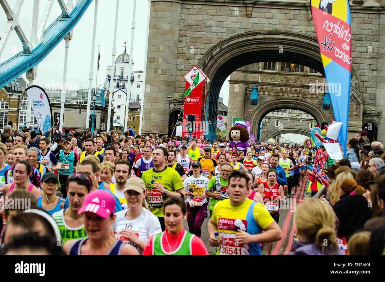 nessa-the-nurse-and-fun-runners-at-2015-london-marathon-EN2AK4.jpg