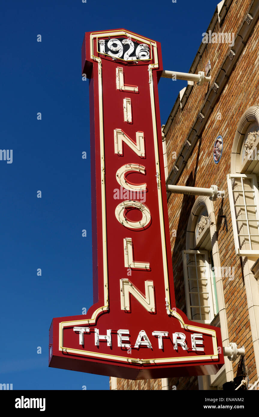 lincoln-theatre-marquee-in-mount-vernon-