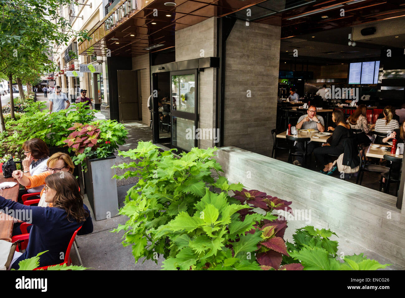 chicago illinois river north urban neighborhood grand avenue doc bs fresh kitchen restaurant dining sidewalk alfresco planter patron woman man pedest - Doc Bs Fresh Kitchen