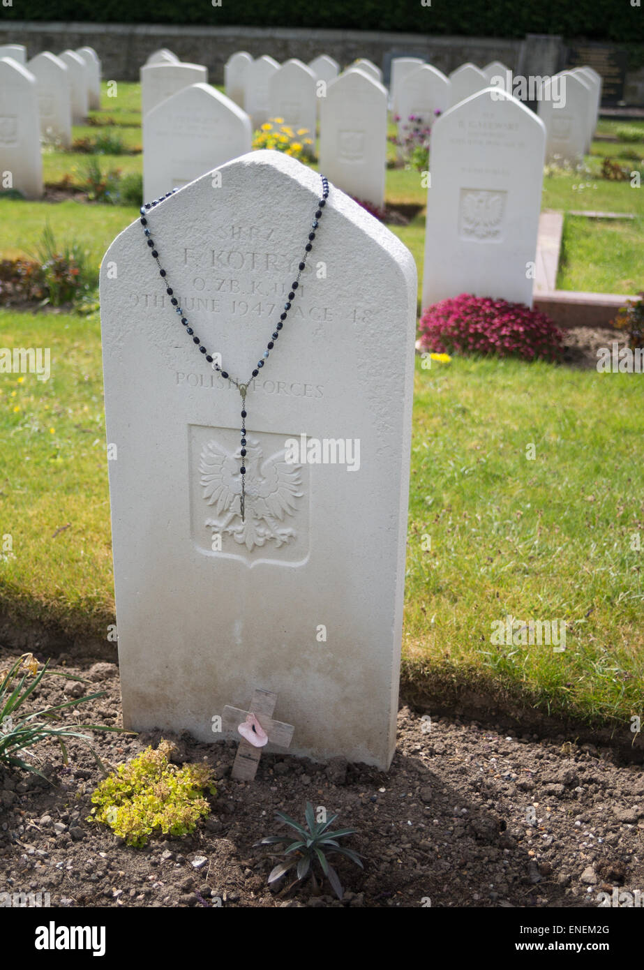 the-grave-of-a-polish-soldier-with-rosar