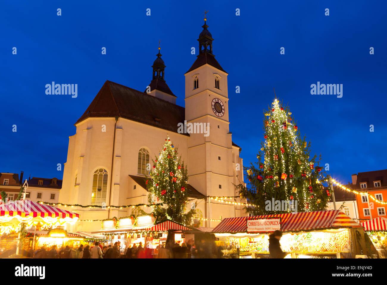 Christmas Market in Neupfarrplatz, Regensburg, Bavaria, Germany, Europe - Stock Image