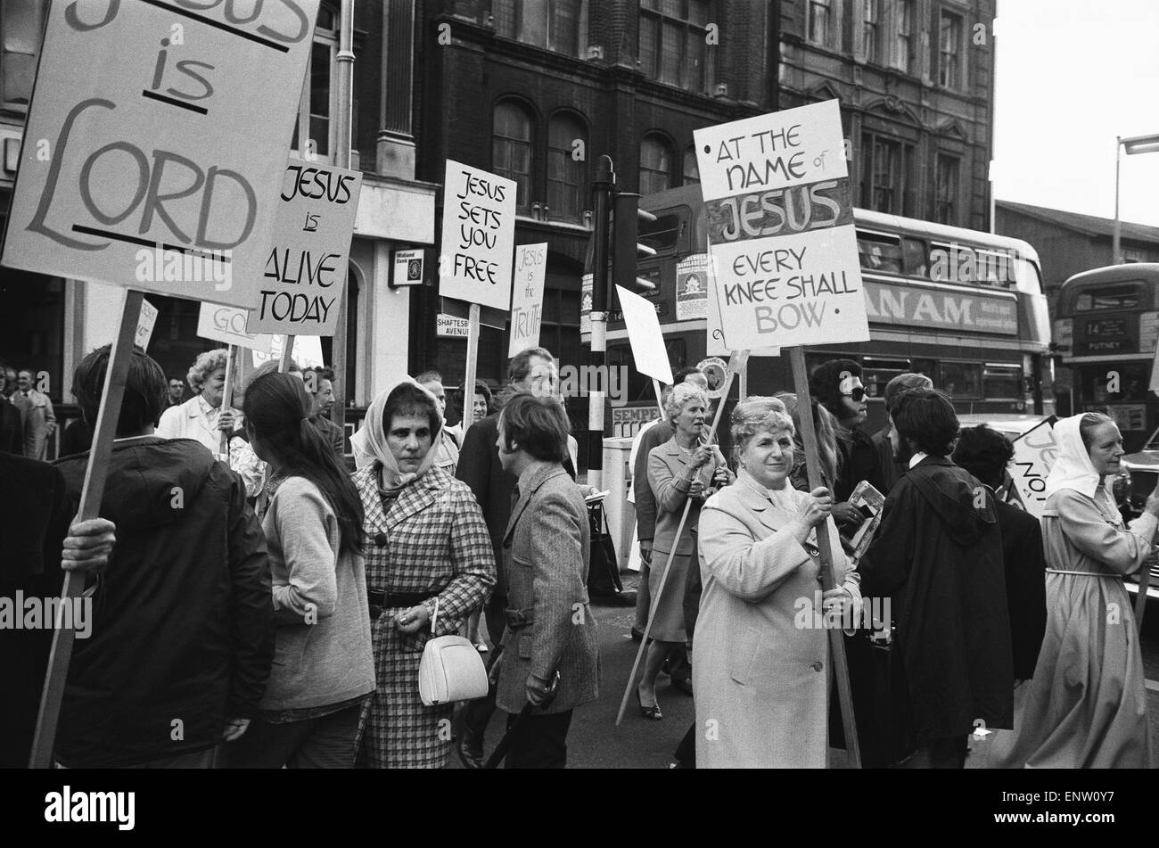 Demonstrators and star mingle outside the Palace Theatre, Cambridge Circus, London on the opening night of Jesus Stock Photo