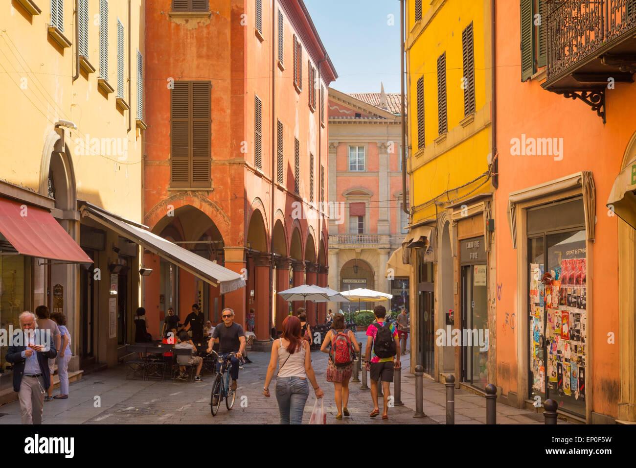 Bologna, Emilia-Romagna, Italy.  Scene in Via Zamboni, a typical street in the historic centre. - Stock Image