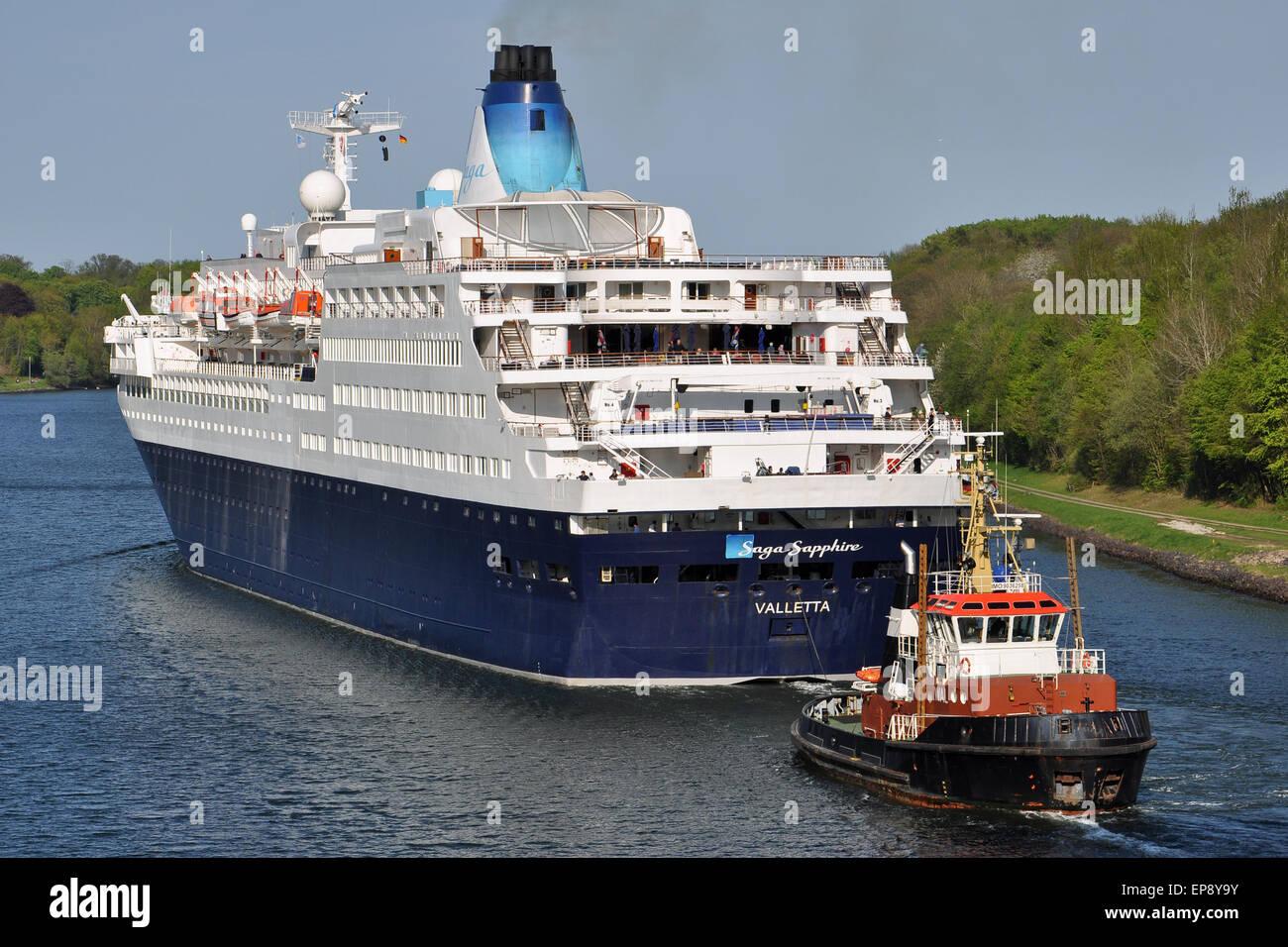 Cruiseship Saga Sapphire passing the Kiel Canal assisted by local tugboat Wal - Stock Image
