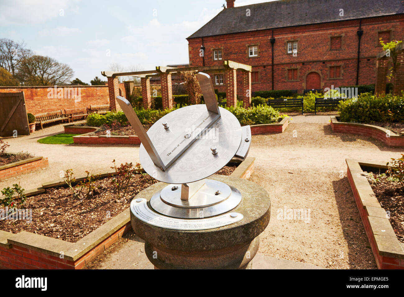 Metal sundial in the gardens at Rufford Abbey Country Park, Nottinghamshire, England, UK. - Stock Image