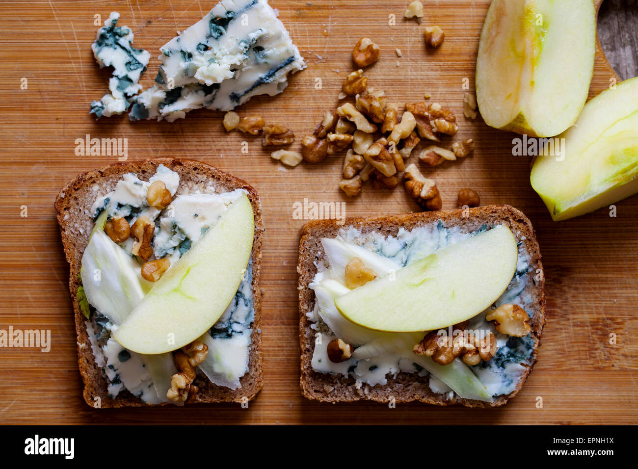 Rye bread with blue cheese, apple and walnut - Stock Image