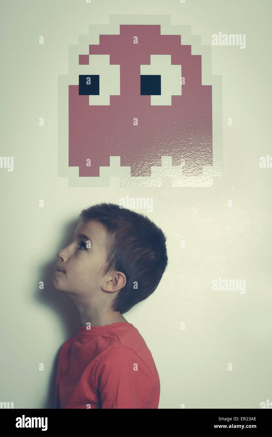 8 years boy looking up retro graphic icon - Stock Image