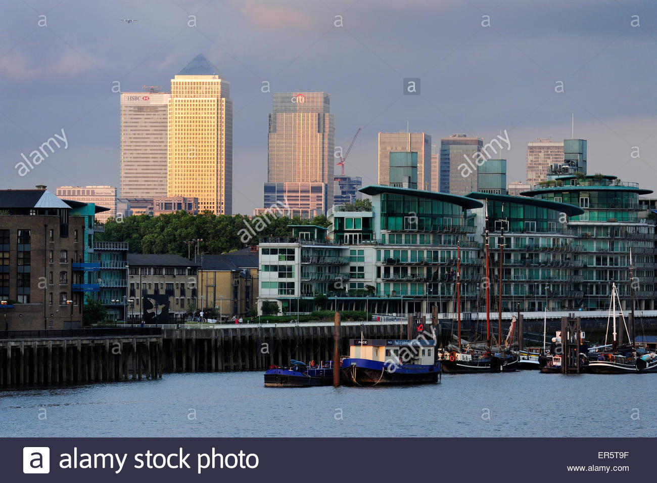 River Thames at Wapping with office towers in the background, One Canada Square, HSBC Tower and Citigroup Centre - Stock Image