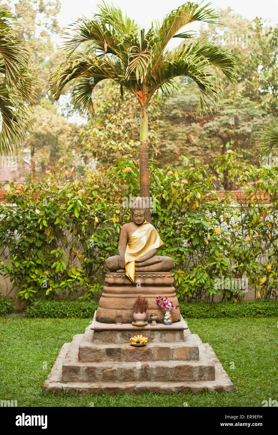 Buddha statues in the resort garden of La Residence d'Angkor, Siem Reap, Cambodia. - Stock Image