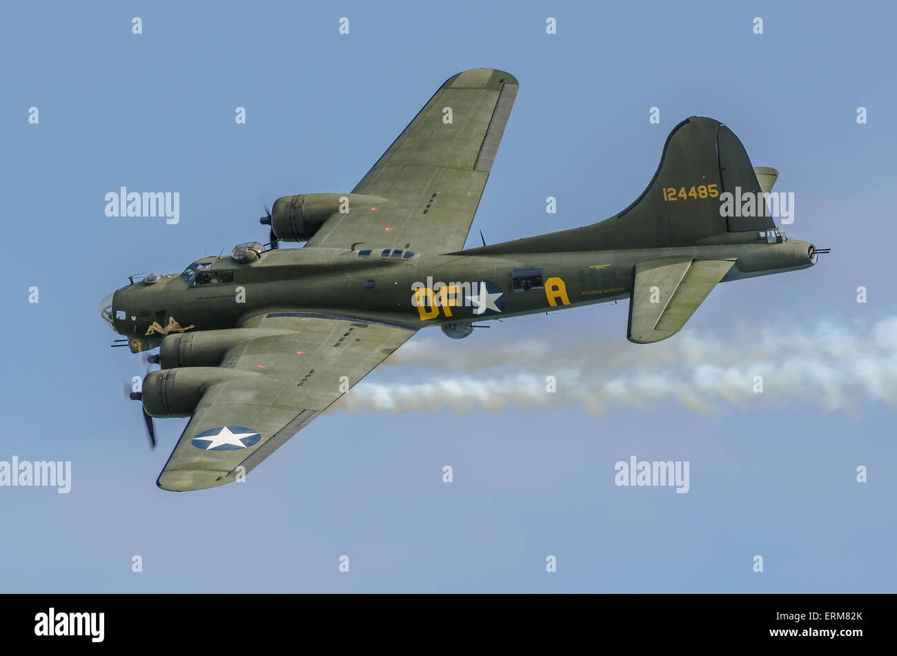 sally-b-is-the-name-of-an-airworthy-1945-built-boeing-b-17g-flying-ERM82K.jpg