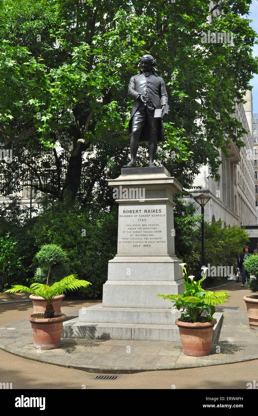 Statue Of Robert Raikes Victoria Embankment Gardens London Stock