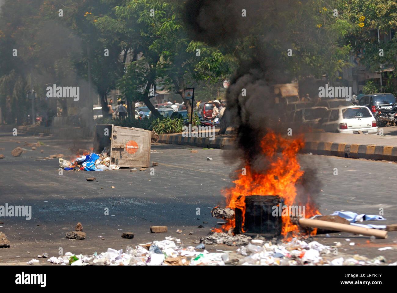 Violent protest burning garbage on road ; Bandra ; Bombay Mumbai ; Maharashtra ; India 21 October 2008 - Stock Image