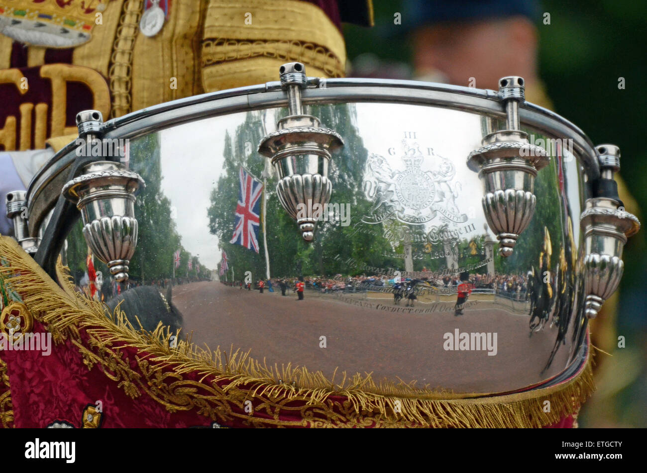 kettle-drum-reflection-trooping-of-the-colour-in-the-mall-london-ETGCTY.jpg