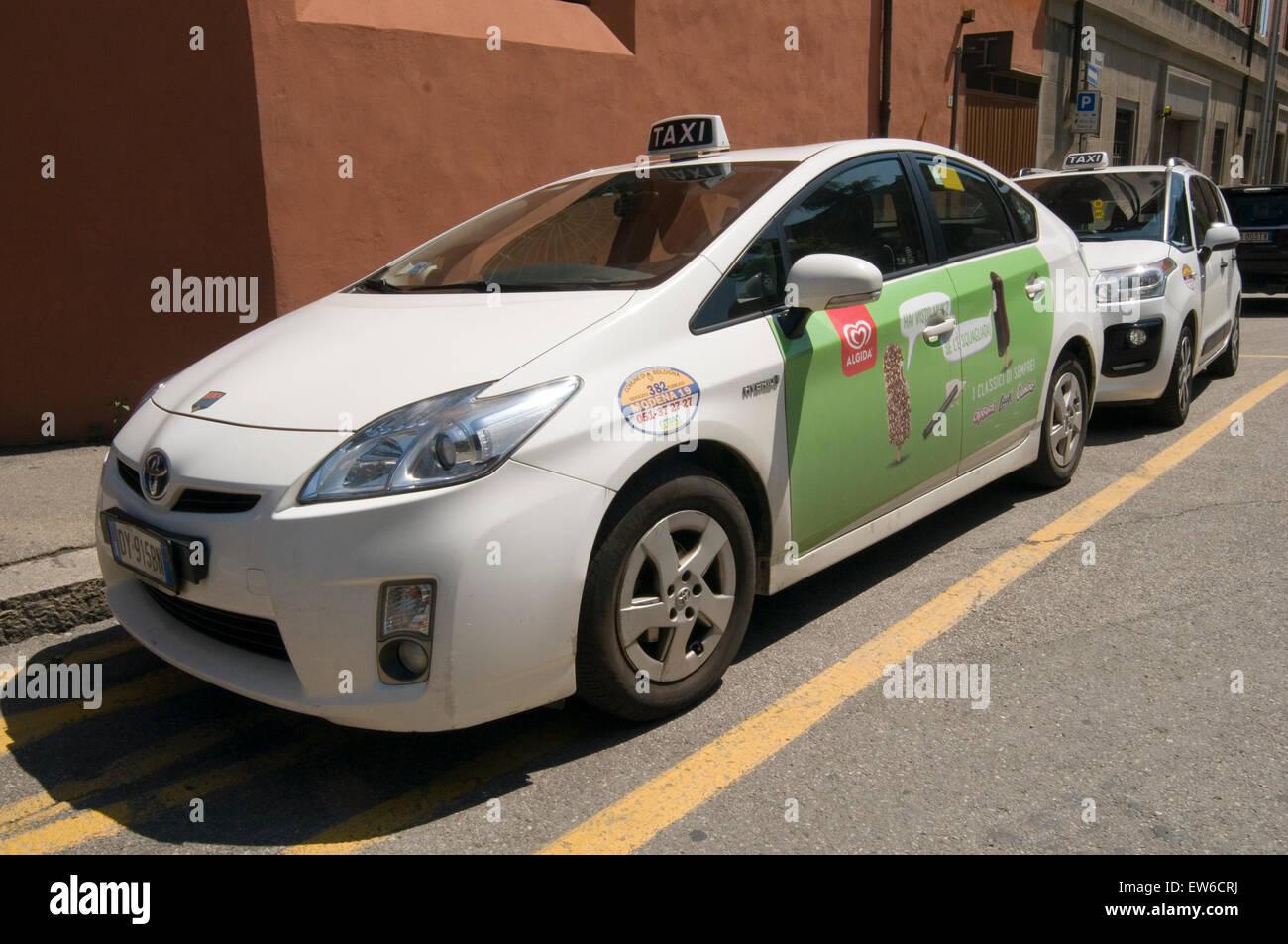 prius pirus toyota hybrid hybred car cars taxi Japanese - Stock Image