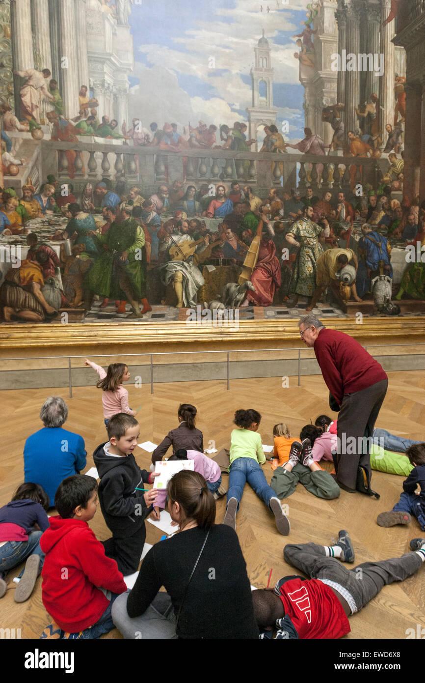 group-of-children-observing-les-noces-de