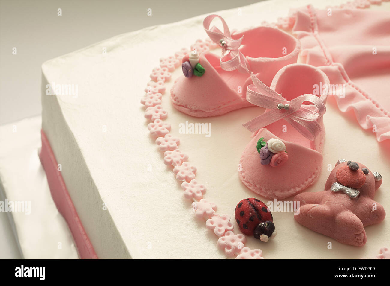 Birthday Cakes For Baby Girl ~ Details of a decoration of birthday cake for little baby girl. shoes