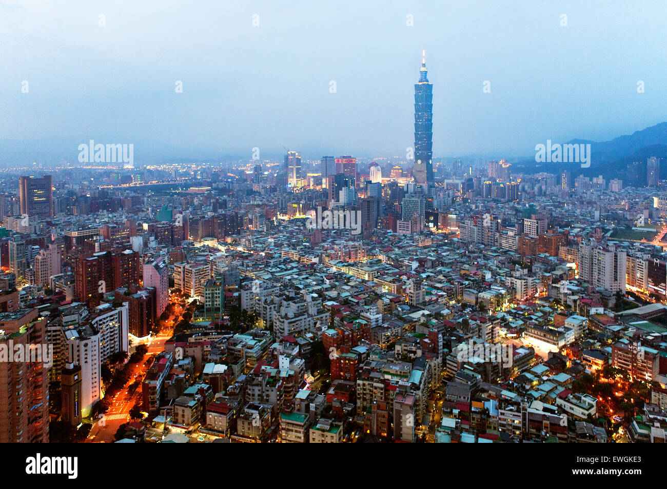 Taipei 101 building at dusk. Taiwan - Stock Image