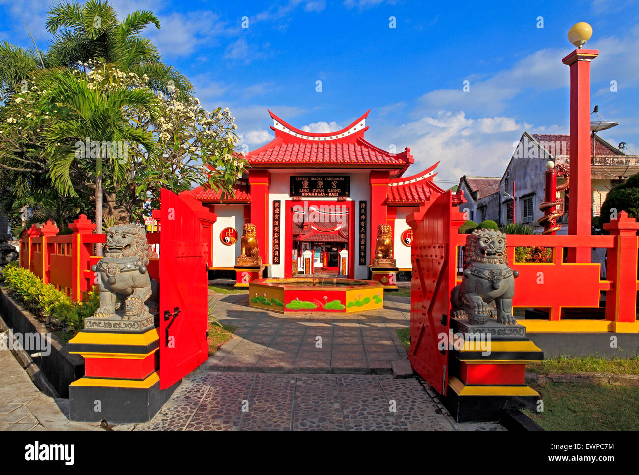 chinese-temple-ling-gwan-kiong-singaraja-bali-indonesia-also-called-EWPC7M.jpg
