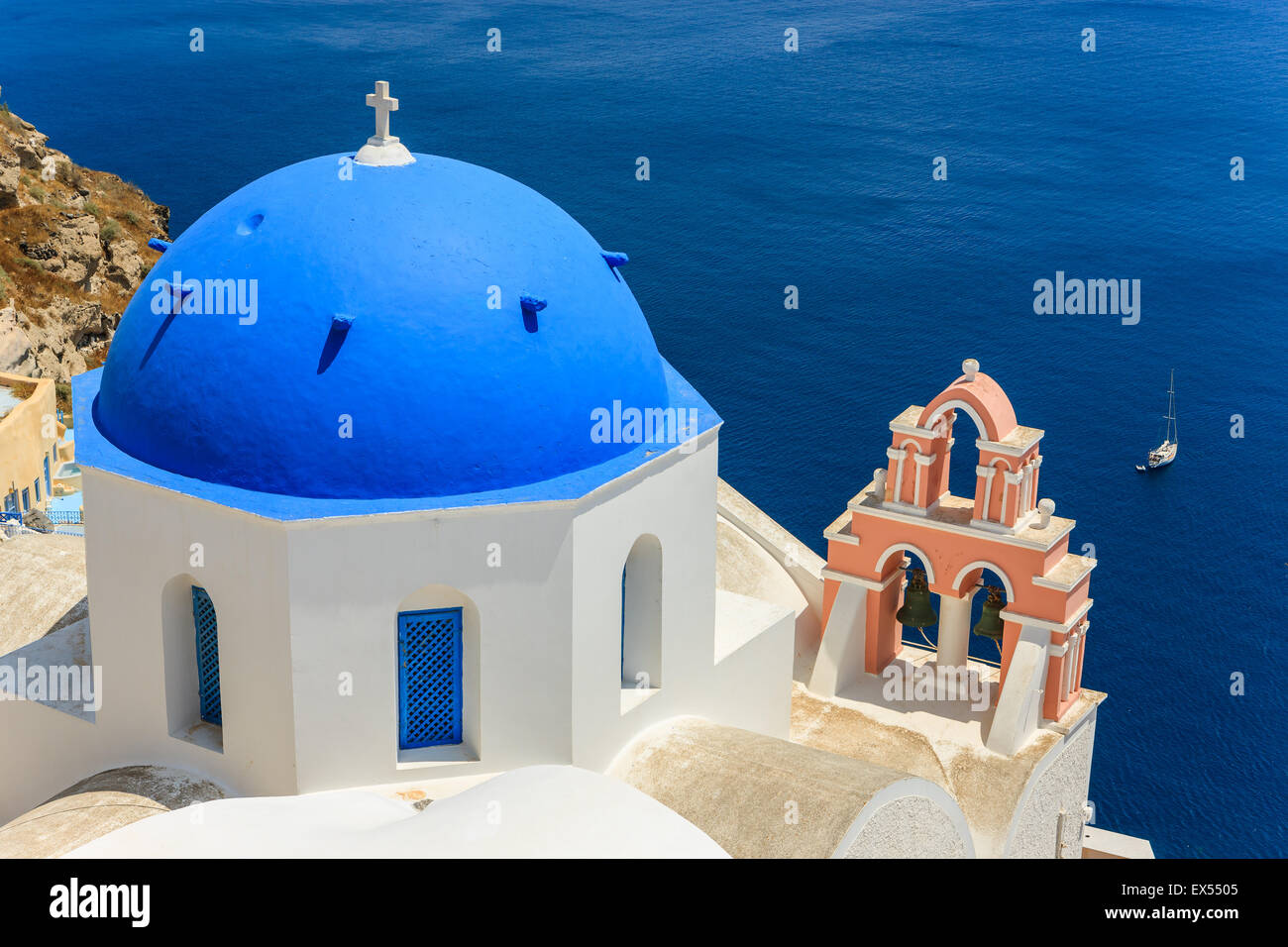 Traditional Greek Cyclades architecture style in Oia, a small town at the northern tip on Santorini, Greece - Stock Image
