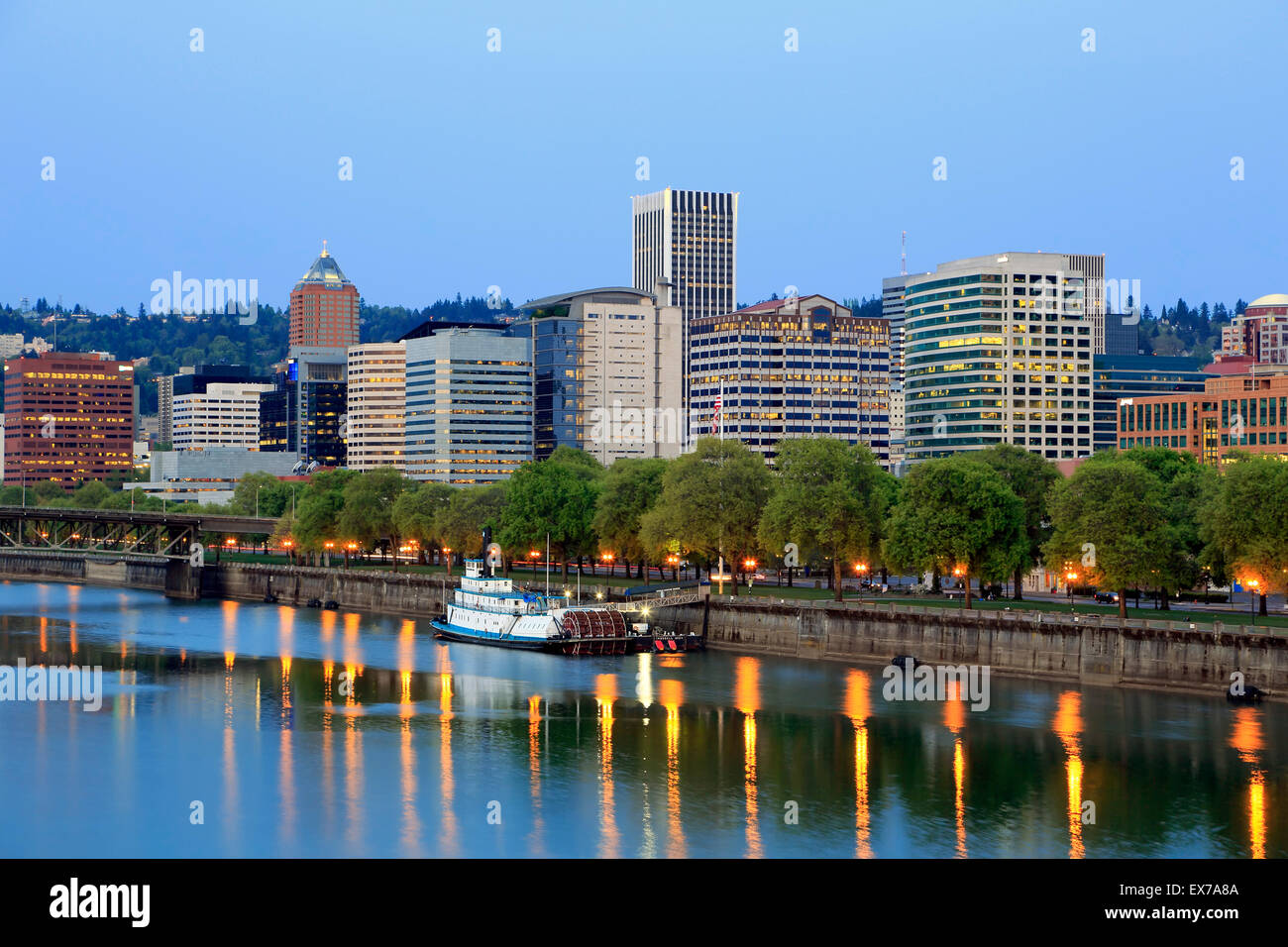 Skyline of Portland and Willamette River, Portland, Oregon USA - Stock Image