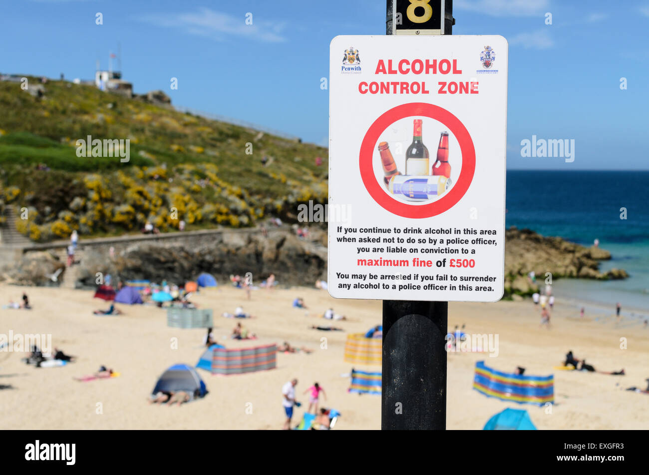 An Alcohol Control Zone sign aimed at controlling open air drinking at Porthgwidden Beach, St Ives, Cornwall, UK. - Stock Image