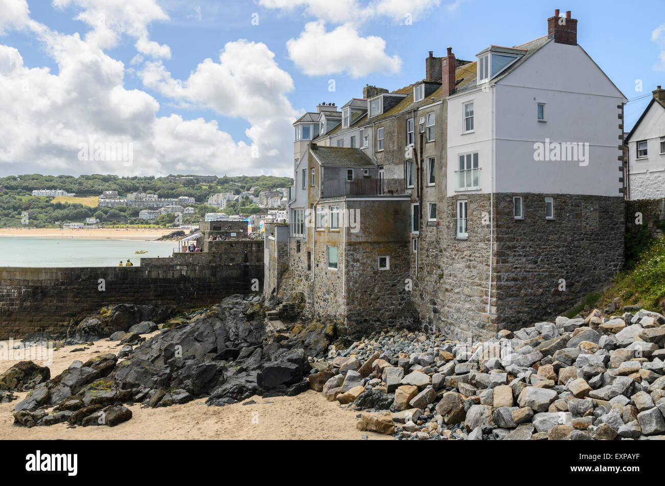 Homes overlooking Bamaluz Beach, St Ives, Cornwall, England, UK. St Ives is a popular fishing and artists town. - Stock Image