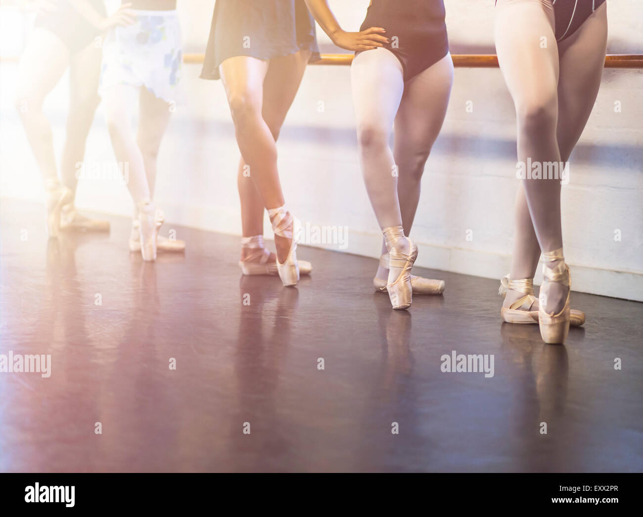Young women dancing in dance studio - Stock Image