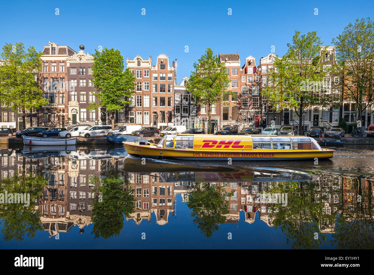 https://c7.alamy.com/comp/EY1HY1/amsterdam-singel-canal-with-dhl-delivery-canal-boat-in-early-morning-EY1HY1.jpg