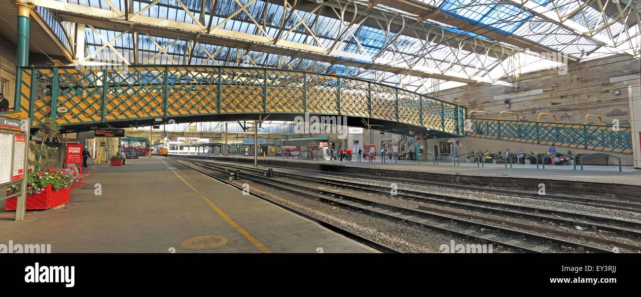 UK,platform,platfoems,bridge,Victorian,building,brickwork,line,rails,empty,deserted,lonely,cold,GoTonySmith,Buy Pictures of,Buy Images Of