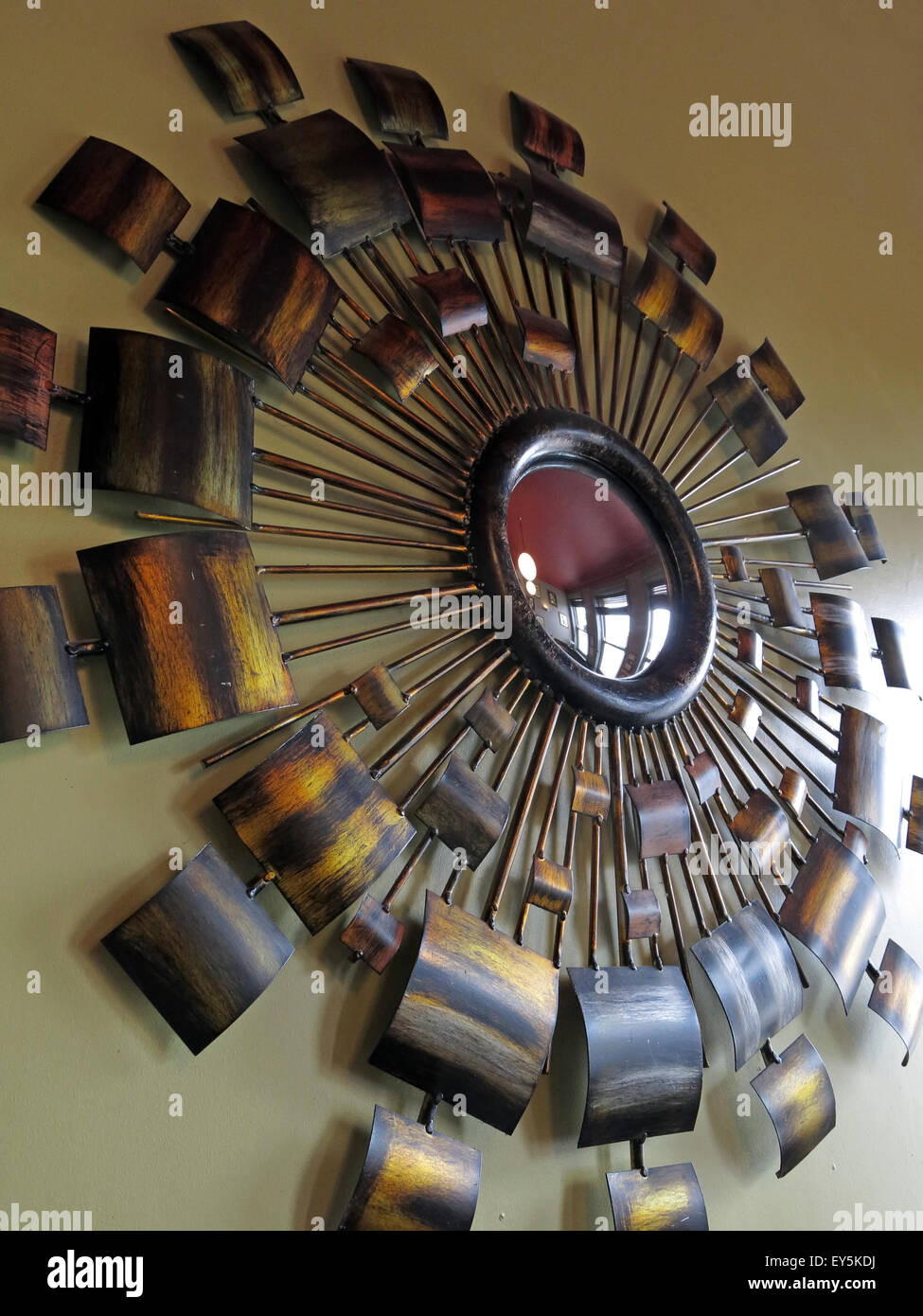 England,UK,pub,bar,bars,pubs,drink,drinking,booze,boozer,traditional,decoration,mirror,1970s,1970's,70s,style,kitsch,wall,circular,circle,copper,brass,metal,metallic,GoTonySmith,Buy Pictures of,Buy Images Of
